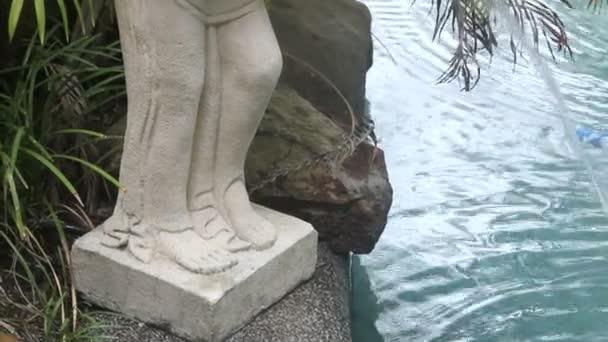Naked Statue Tilt