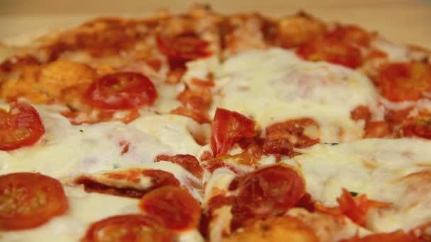 krájení peče pizza