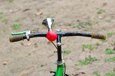 Fotografie Vintage Drucklufthorn mit Gummi-Birne auf Fahrrad