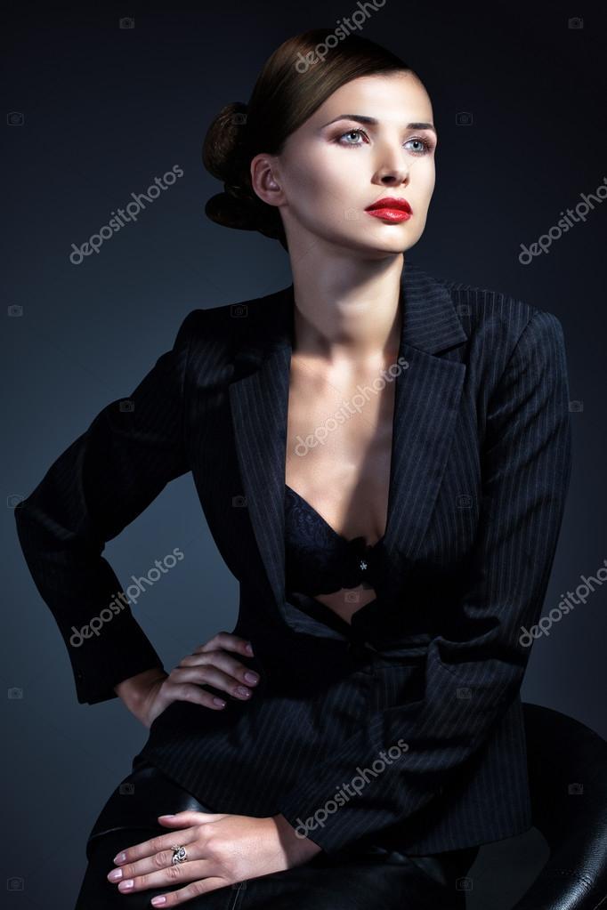 Frauen in sexy Business-Anzügen