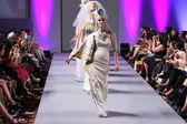 Evgenia luzhina-salazar show v hotelu waldorf astoria pro jaro léto 2013 během couture módního týdne v září 16, 2012 v ny