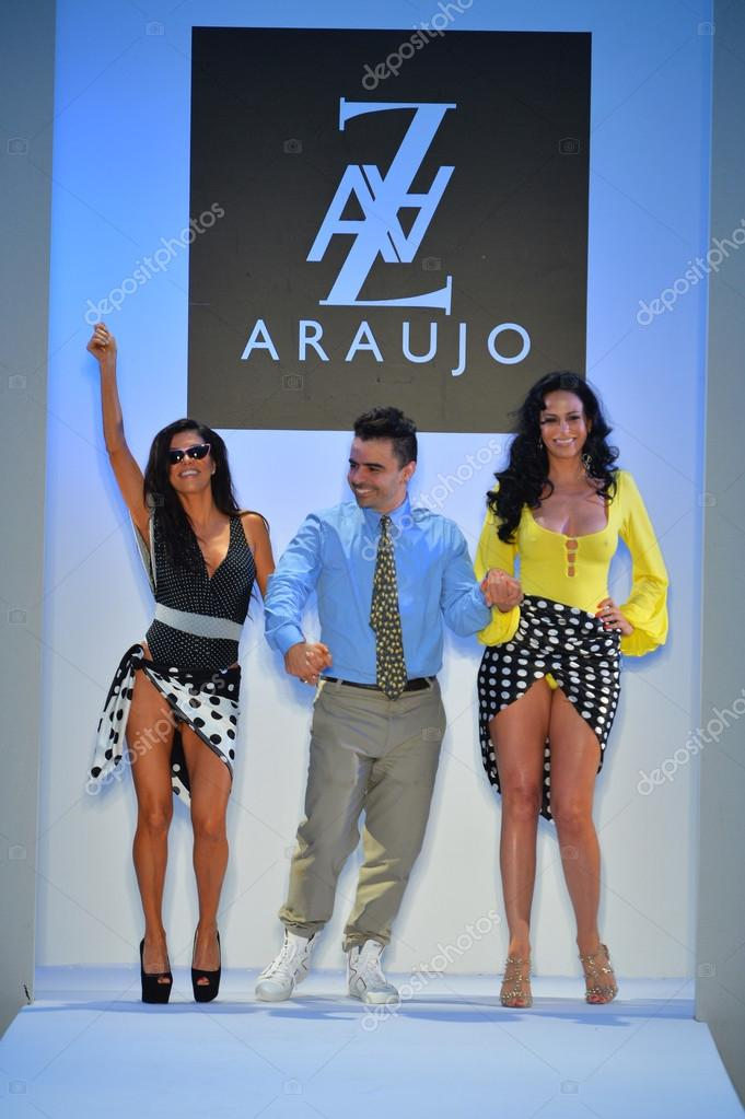 Designer A Z Araujo With Models On The Runway During Mercedes Benz Fashion Week Stock Editorial Photo C Fashionstock 30167271