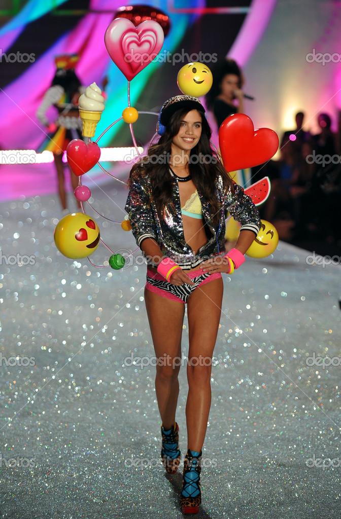 Victorias Secret Fashion Show Live