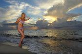 modello in posa in bikini a Alba