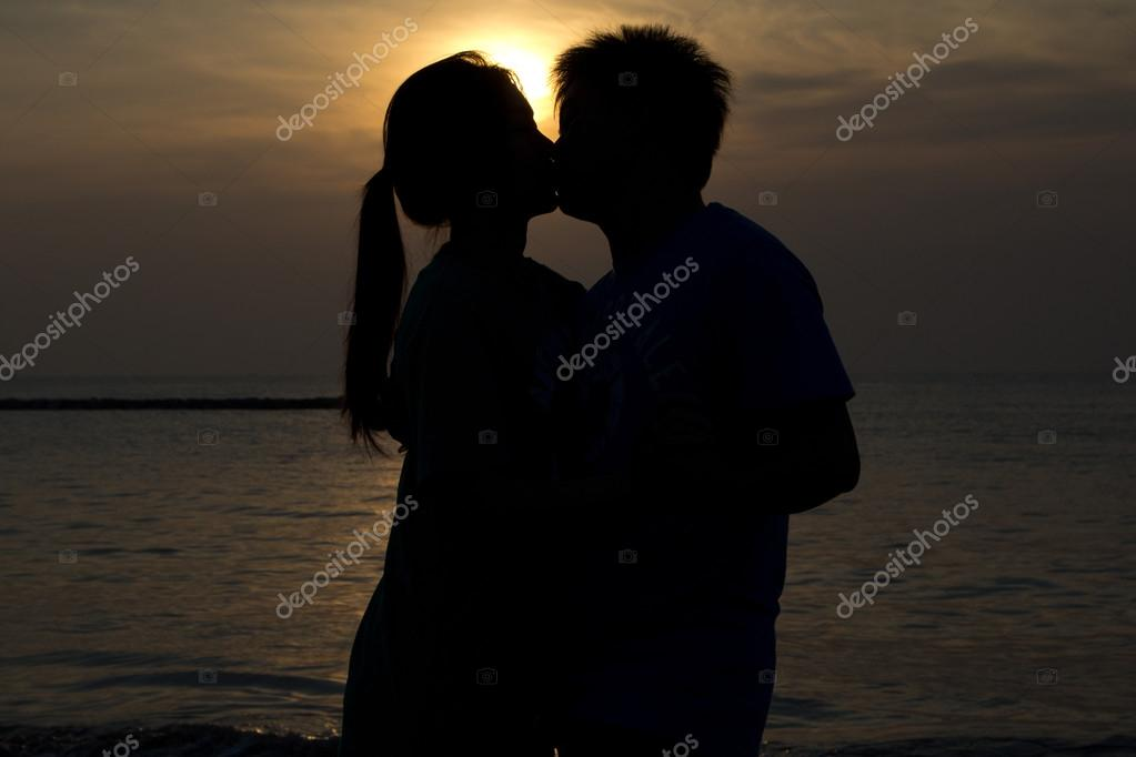 Silhouettes of lovers