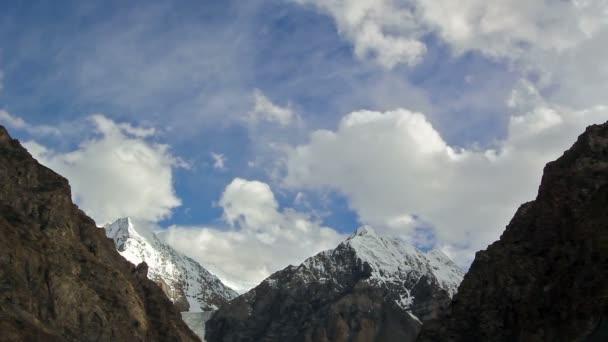 Wolken in den Bergen. Kirgistan, Zentraltien shan