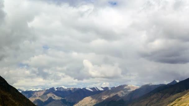 Wolken über Gletscherinylchek. Kirgistan, Zentraltien shan