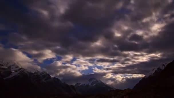 měsíce v hoře. časová prodleva