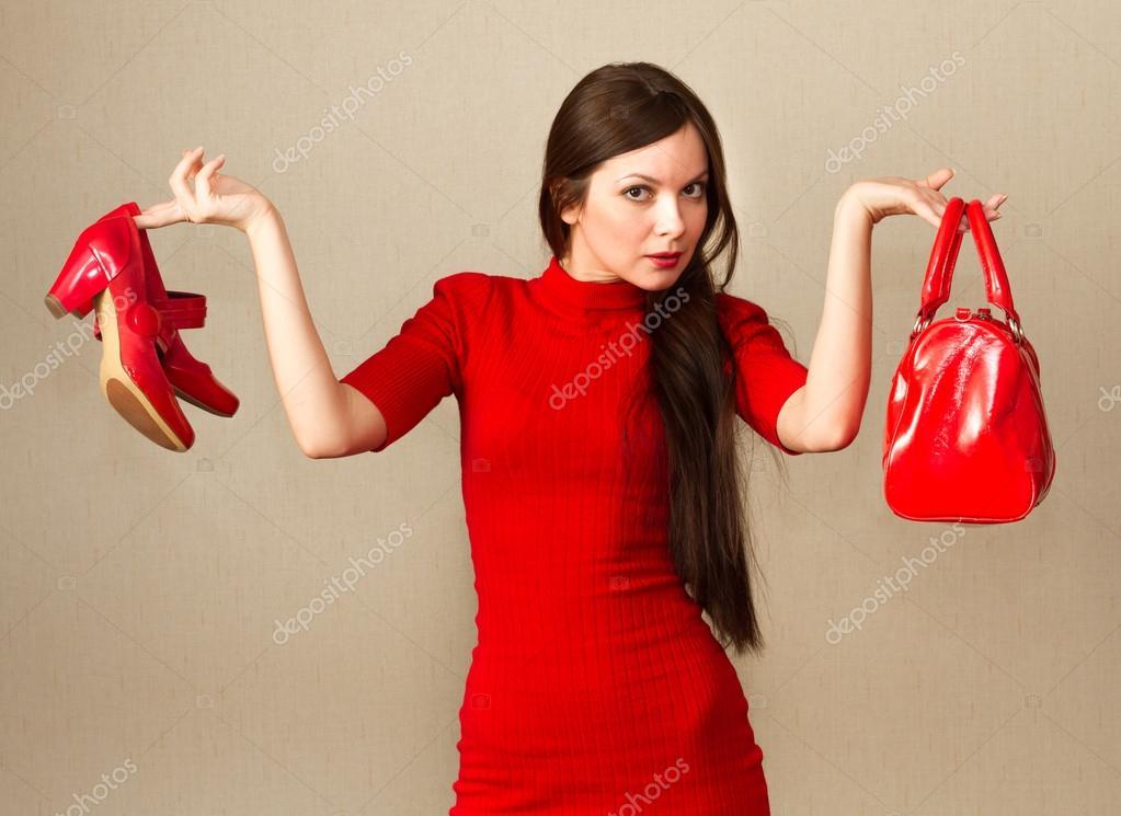 Красивая девушка платья и туфля фото