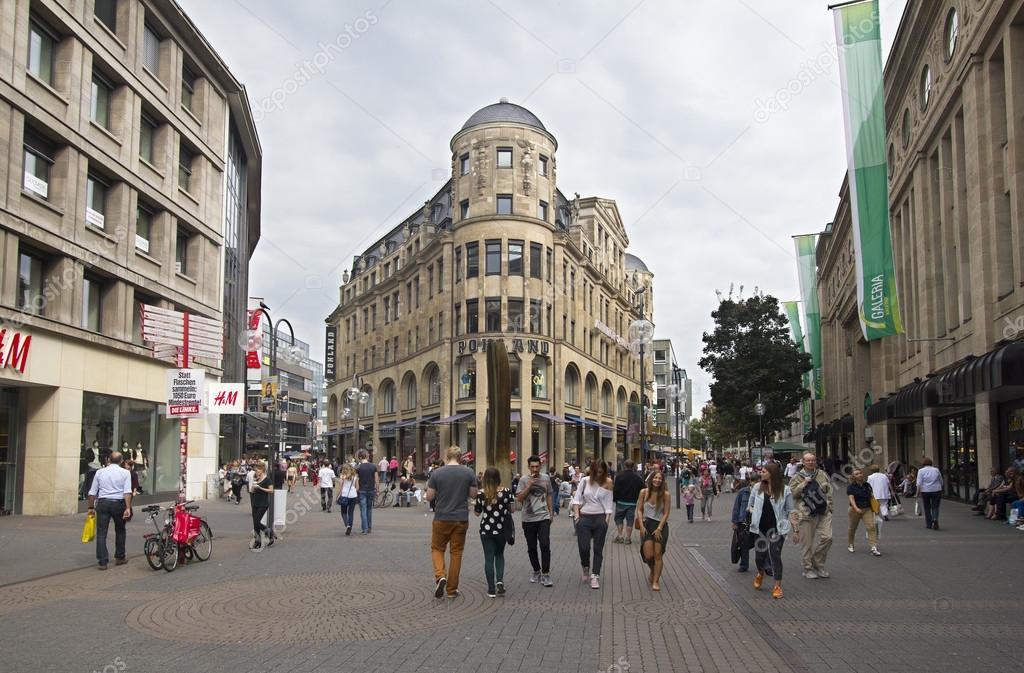 People Shopping U00e0 Cologne Allemagne U2014 Photo U00e9ditoriale U00a9 JanKranendonk #46316695