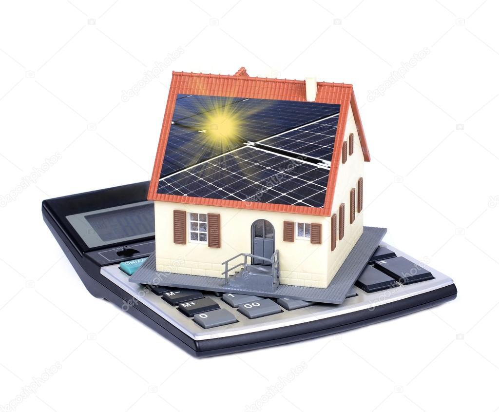 haus mit solarzellen und sonnenlicht strahlen stockfoto 45967059. Black Bedroom Furniture Sets. Home Design Ideas