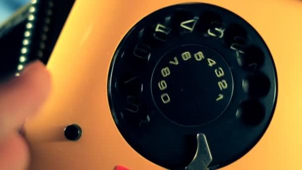 staré žluté telefon