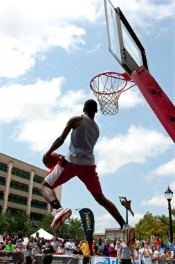 Man Attempts Reverse Jam In Outdoor Slam Dunk Competition
