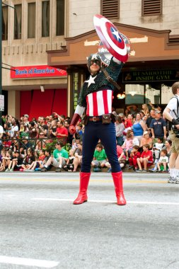 Captain America Salutes Spectators At Atlanta Dragon Con Parade
