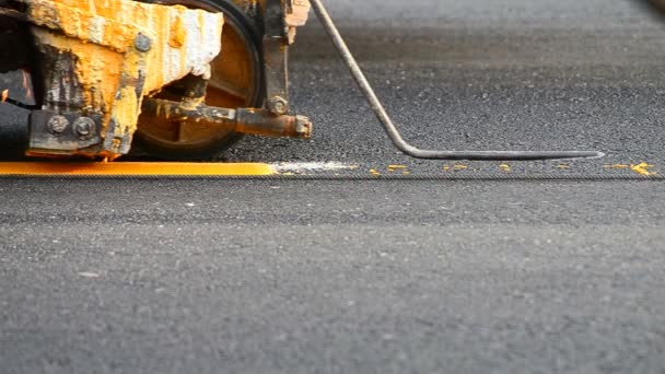 Labor use small machine paint line on road