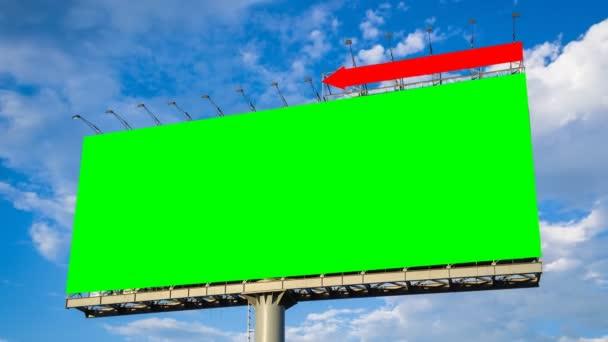 zelená obrazovka velký billboard a cloud float v sky časová prodleva