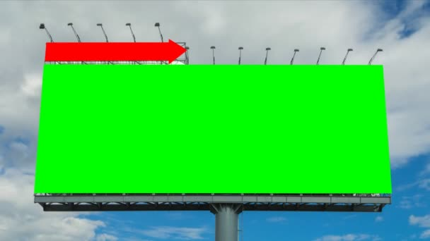 Zeitraffer große Plakatwand und Wolke schweben im Himmel (zwei Aufnahmen, grün-weißer Bildschirm))