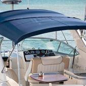 Fotografie Yacht-Kabine mit Tisch
