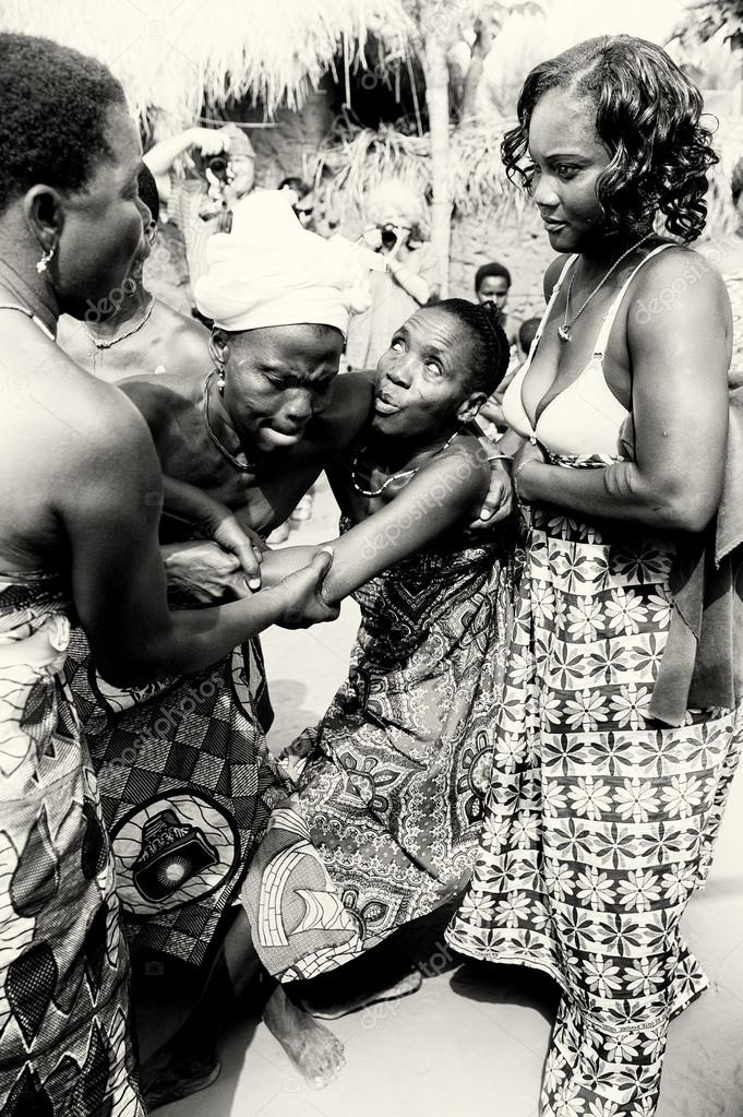 Three ladies from Togo help their friend which loses control under voodoo enchantment