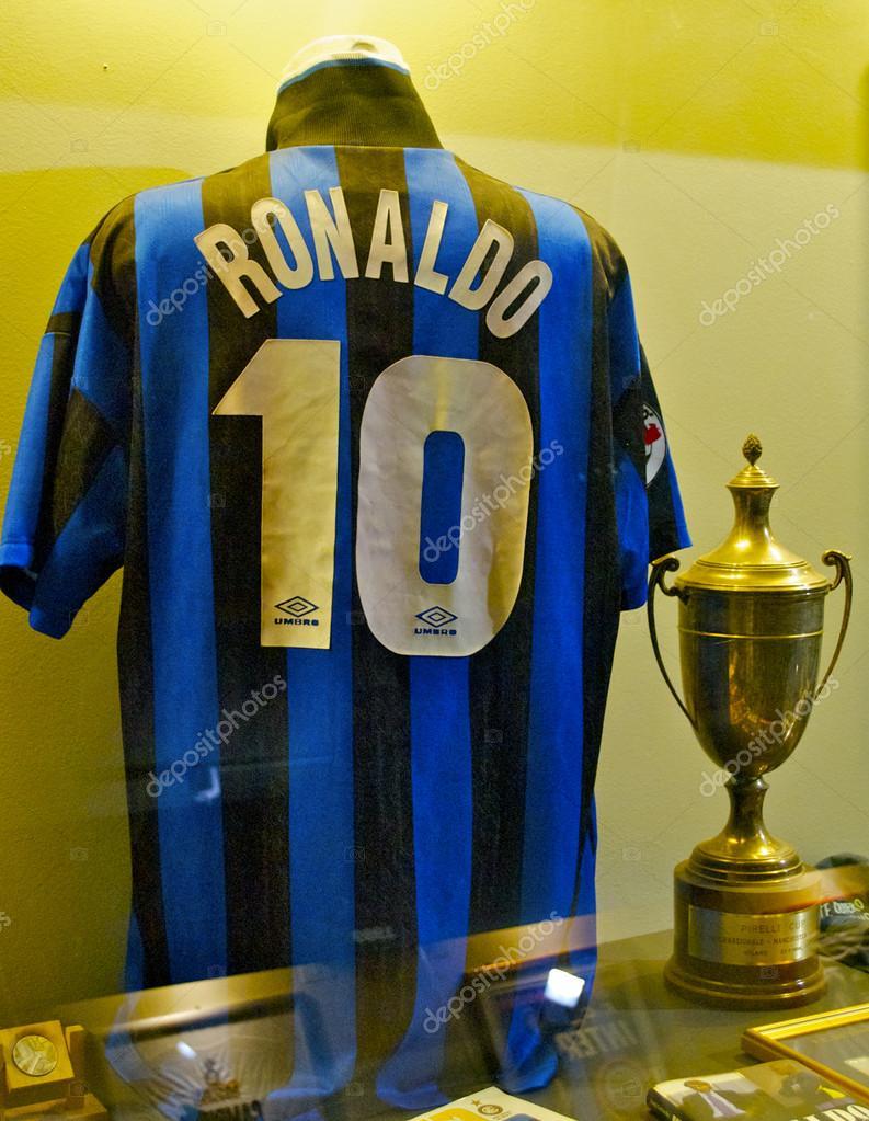 Famous Inter football shirt of Ronaldo 6e6bab4dc