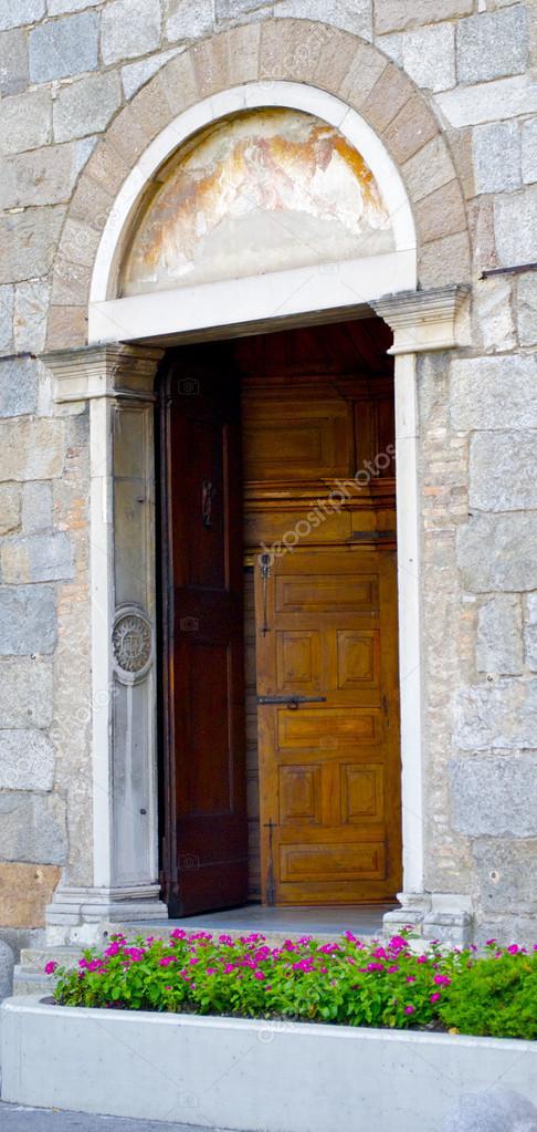 Open decorative door