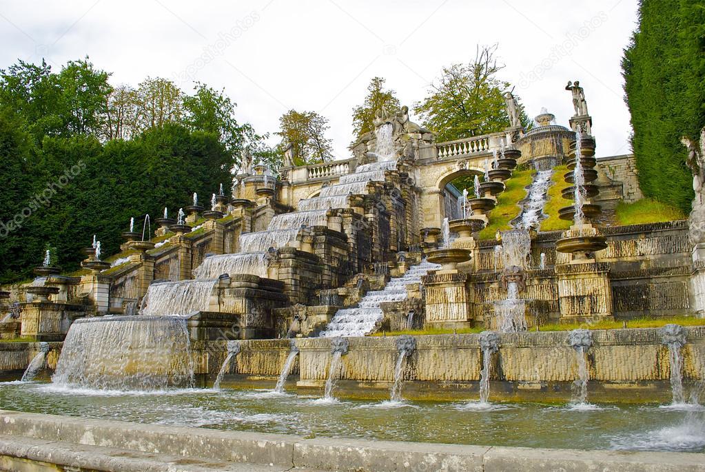 Préférence Beautiful fountain in the Parc de Saint-Cloud — Stock Photo  KP78