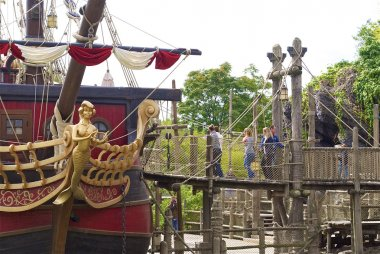 come on the captain Hook's pirate ship