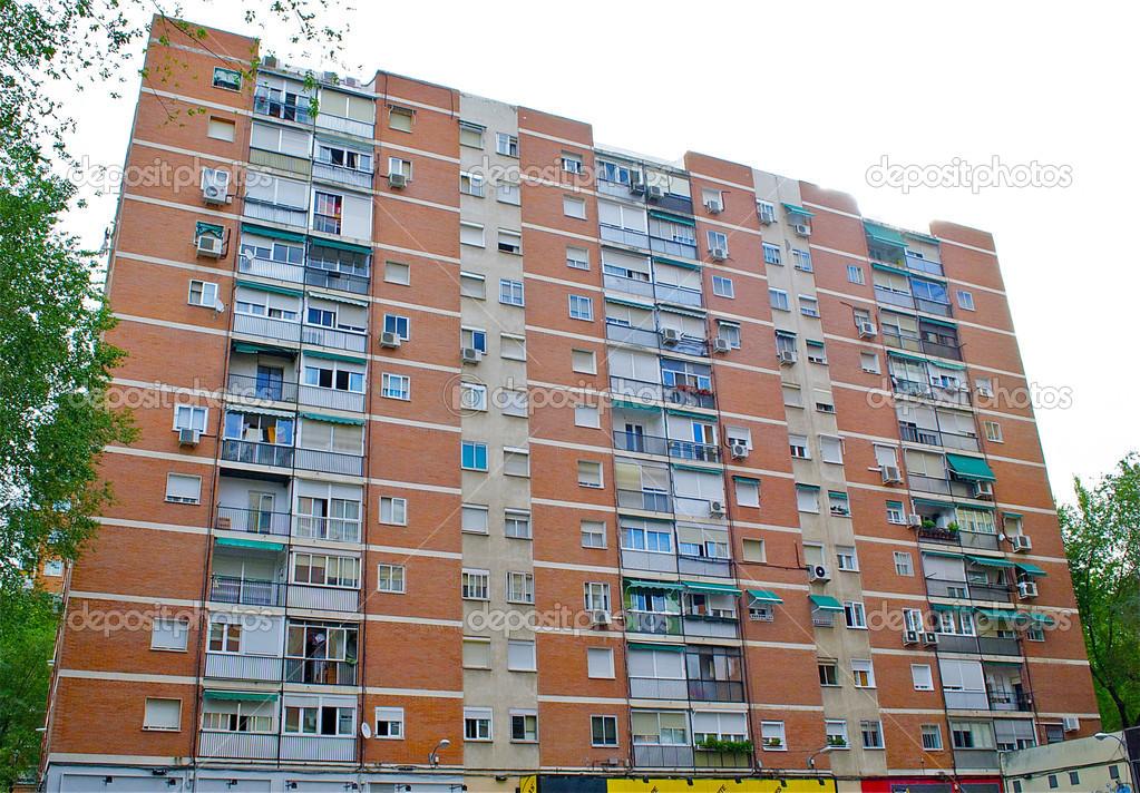Casa en barrio del pilar madrid espa a foto de stock siempreverde 13594023 - Alquiler piso barrio del pilar ...