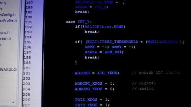 počítačový kód na lcd monitoru