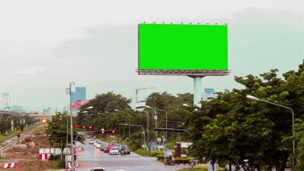 prázdné billboard s Pouliční dopravy
