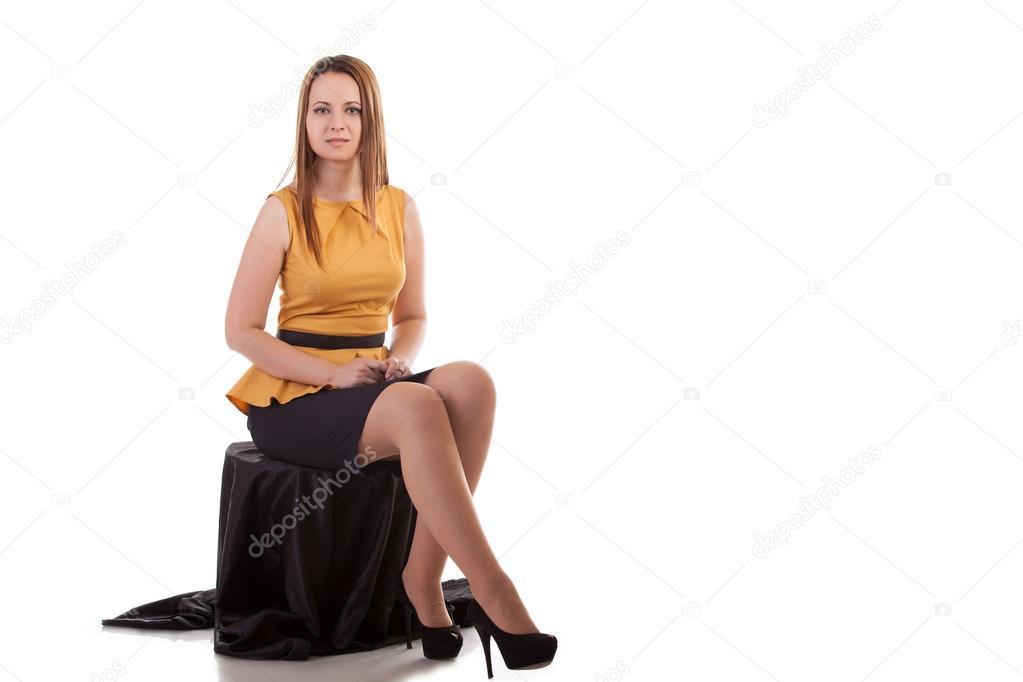 Девушка сидящая на стуле