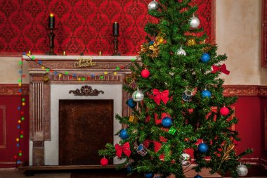 Sensasional vintage Christmas interior with a fire place on back