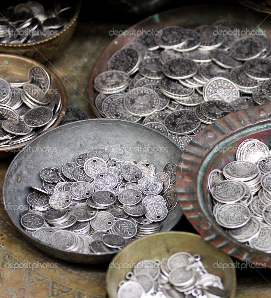 Старая монета блошиный рынок какие деньги есть