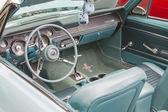 1967 aqua ford mustang interiér