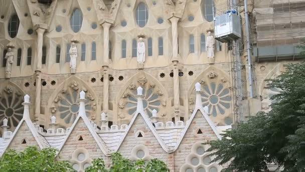 průčelí chrámu sagrada familia v Barceloně