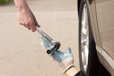 Teamwork as a mechanic fixes a car