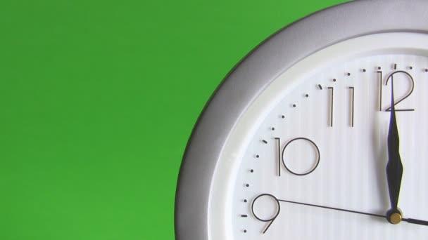 elektrické hodiny izolovaných na zelené, poslední vteřiny do 12