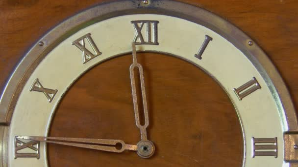 retro hodiny s římskými číslicemi