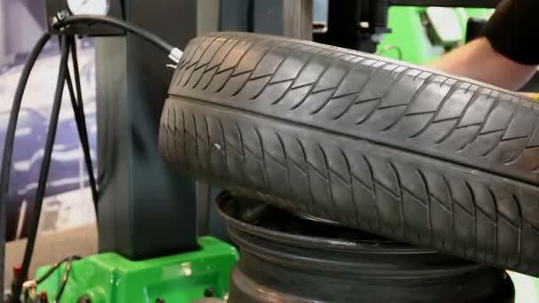 opravit a změnit pneumatiky pneumatiky