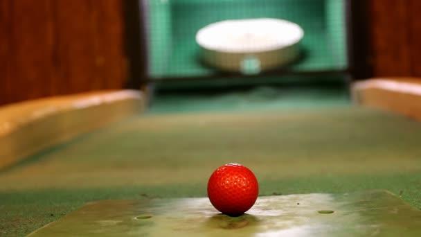 Indoor golf střílel zblízka. změna zaměření