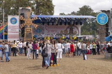 18/08/2012. Ukraine. Sorochinskaya Fair- festival. watch stage performance.Editorial use. stock vector
