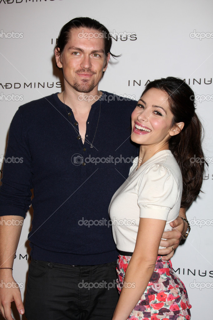 Steve Howey, Sarah Shahi — Photo éditoriale #12921970