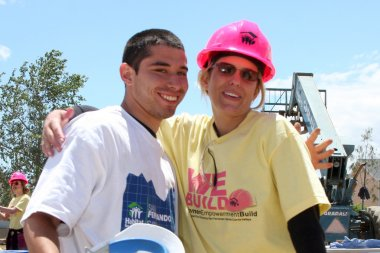 Arianne Zucker and Volunteer