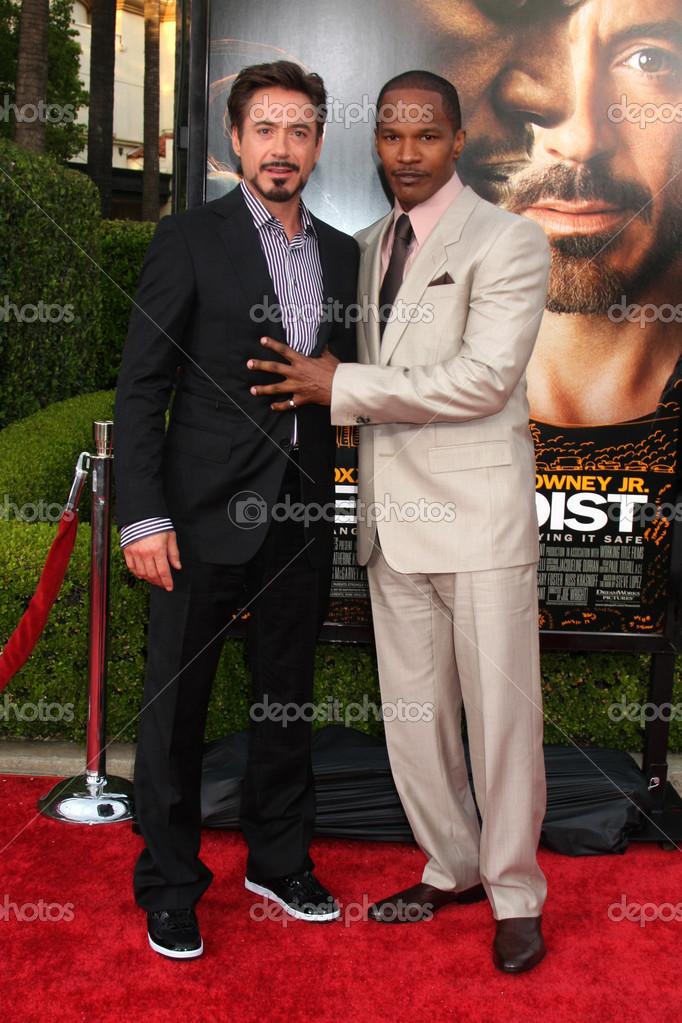 ¿Cuánto mide Robert Downey Jr? - Altura - Real height Depositphotos_12934594-stock-photo-robert-downey-jr-jamie-foxx