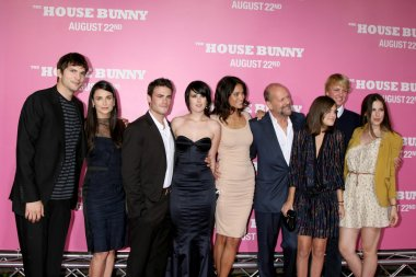 Demi Moore, Bruce Willis, extended family and friends