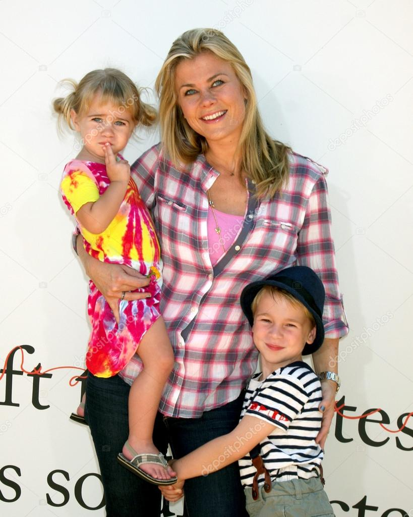 Alison Sweeney Family Pictures megan sanov, alison sweeney, ben sanov – stock editorial