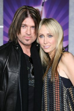 Billy Ray Cyrus, Wife