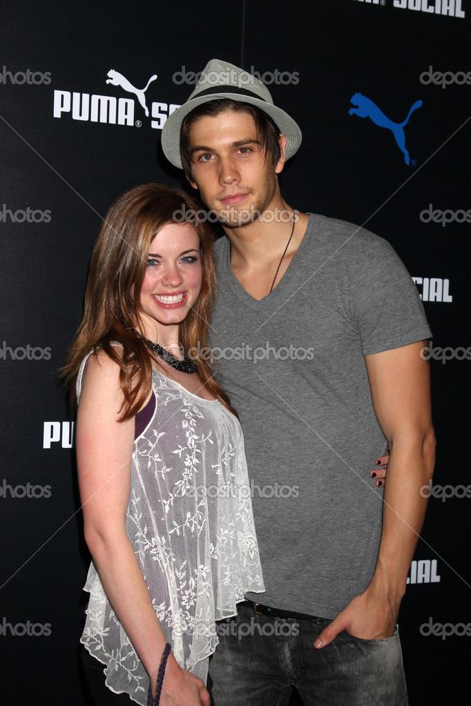Are molly burnett and casey deidrick still dating 2012