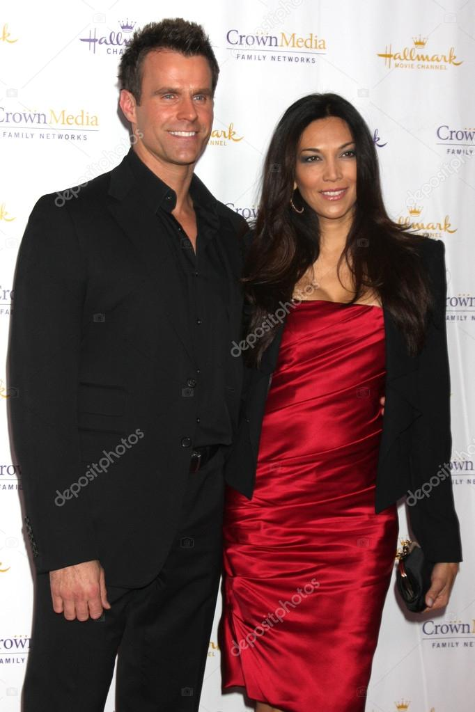 Vanessa Arevalo Mathison / She is famous for married to cameron mathison.