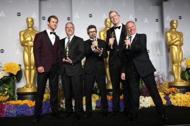 Chris Hemsworth, sound editors Skip Lievsay, Niv Adiri, Christopher Benstead, and Chris Munro, winners of Best Achievement in Sound Mixing